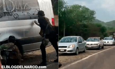 Sicarios de la Familia instalan retén en Michoacán y hacen pintas a vehículos con la leyenda... (Vídeo)