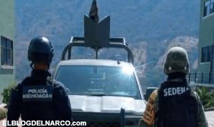 Sicarios intentaron huir de un reten en Aquila, Michoacán y murieron al estrellarse con un Trailer
