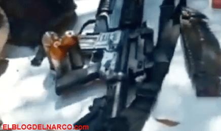 VIDEO Cárteles Unidos mostró como trofeo las armas abandonadas del CJNG tras un enfrentamiento