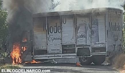 Otra vez Carteles Unidos y los Viagras roban camiones, los incendian y bloquean caminos en Michoacán