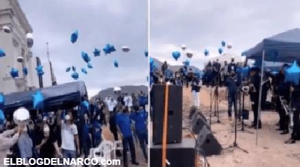 Con globos, música de banda y sin medidas sanitarias, despiden a hijo de 'El Azul' (video)
