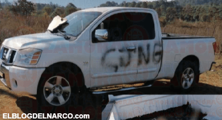 Abandonan dos cuerpos en camioneta con siglas del CJNG en Michoacán