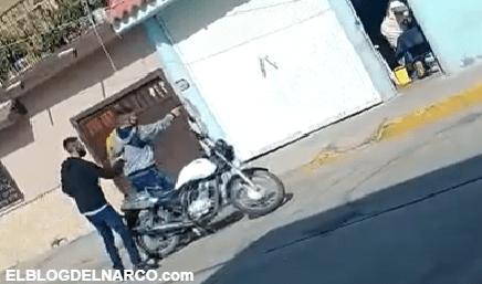 Así tranquilamente bajaron y remataron Motosicarios a hombre en Guanajuato (VIDEO)