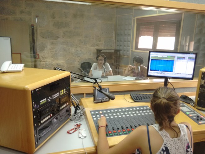 Alumnos del Máster de Periodismo en Televisión Antena 3 - Universidad Antonio de Nebrija en plena sesión de locución.