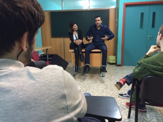 A los alumnos le conté que detrás de quienes damos la cara en televisión, trabajan muchos profesionales. La televisión es un trabajo en equipo.