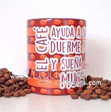 taza_el_cafe_ayuda_a_quien_duerme_poco_y_suena_mucho_regalos_originales_mensaje_divertido_vagalume_designs_5web