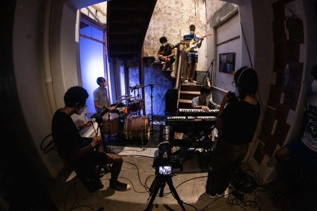 A banda Bagum em apresentação no Ocupa53 da casa Mouraria53