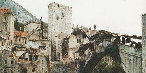 Una historia necesaria (La fábrica de las fronteras: guerras de secesión yugoslavas, 1991 – 2001. Francisco Veiga, 2011).