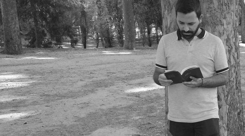 Carlos Asensio leyendo Arder o Quemar