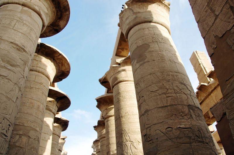 Karnak con el Centro Elba