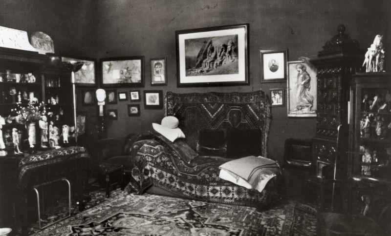 Sigmund Freud se interesó por los relatos sobre espectros pompeyanos para hacer de ellos un análisis psicológico y simbólico sobre los deseos reprimidos.