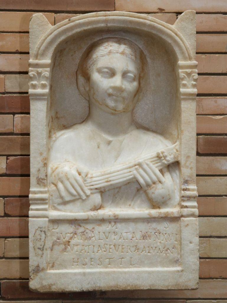 Soror - Mujeres en roma- estela