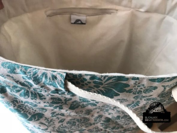 Bolsa tipo capazo en estampado turquesa brillante