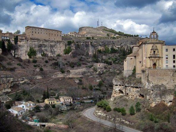 Cuenca - Vista del parador desde el puente de San Pablo