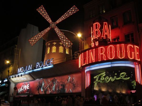Moulin Rouge. La Nuit.