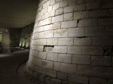 Cimientos Medievales del Louvre