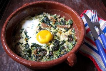 huevos-al-horno-con-espinacas-setas-y-queso-de-cabra-
