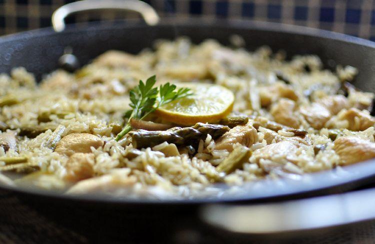 Arroz Caldoso Con Setas Y Pollo arroz con espárragos, setas y pollo | el caldero viajero