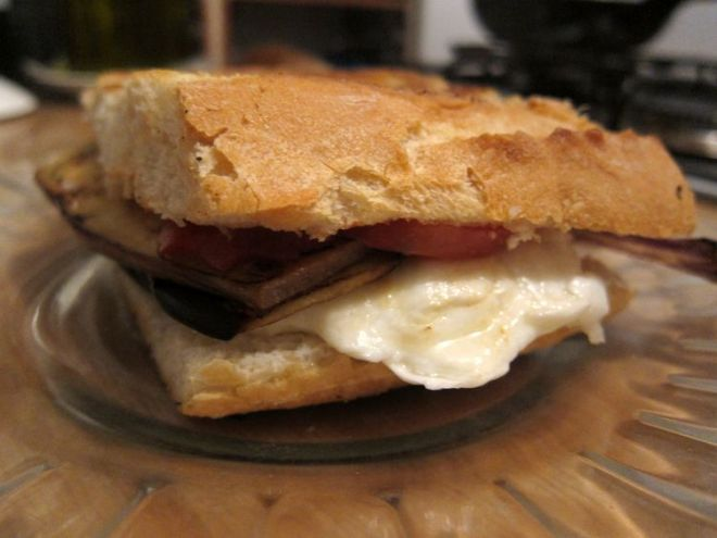 sandwich-vegetariano-de-berenjenas-