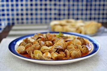 almejas en salsa