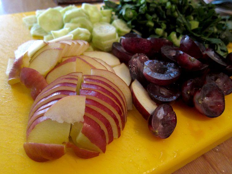 ensalada-de-apio-manzana-y-uvas-04