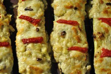 calabacines con salsa de nueces y queso