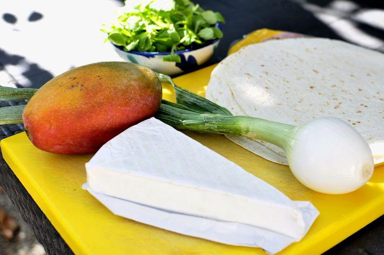 quesadillas-de-mango-y-brie-01