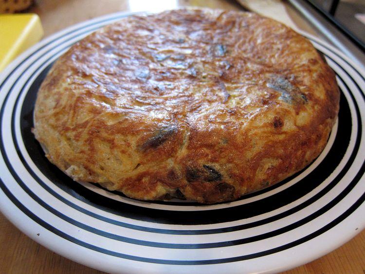 Tortilla de spaghetti, champiñones y jamón cocido