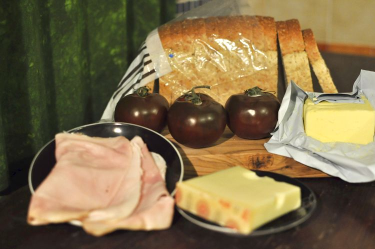 sandwich-jamon-cocido-emmental-kumato-01