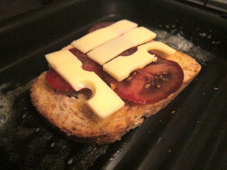 sandwich-jamon-cocido-emmental-kumato-05