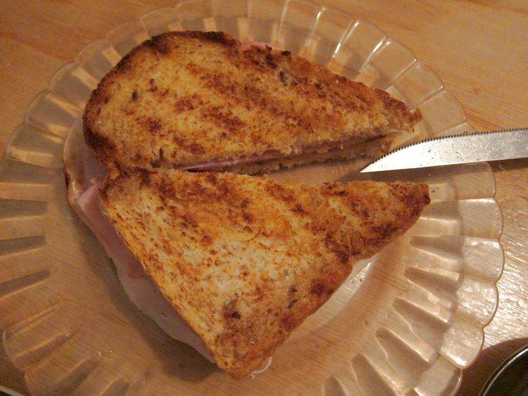 sandwich-jamon-cocido-emmental-kumato-07