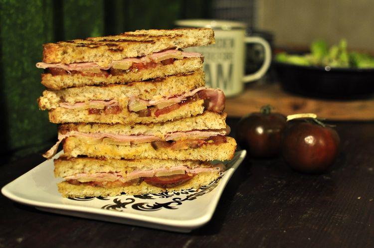 sandwich-jamon-cocido-emmental-kumato-08