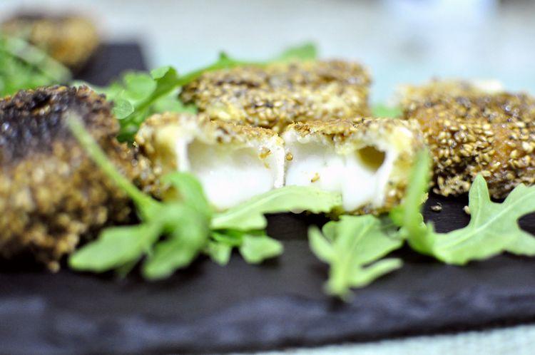 queso-frito-con-sesamo-y-miel-09