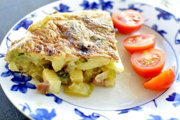 Tortilla de pencas de acelgas, jamón y patata