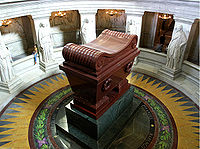200px-napoleon_tomb_en-los-invalidos1