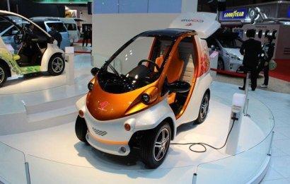Во Франции появились общественные электромобили