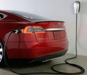 Роботизированная зарядка от Tesla