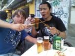 De tapas y cañas con mis amigos shiiilenos :)