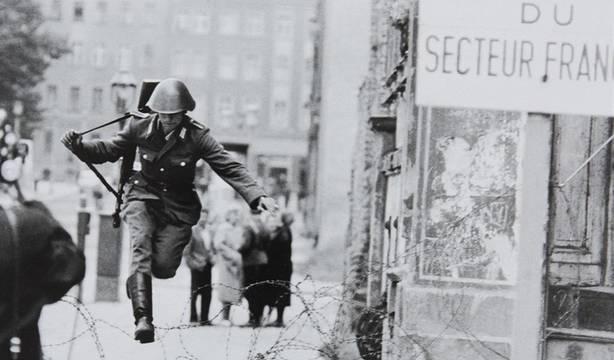 La historia de Conrad Schumann: Primer soldado en desertar