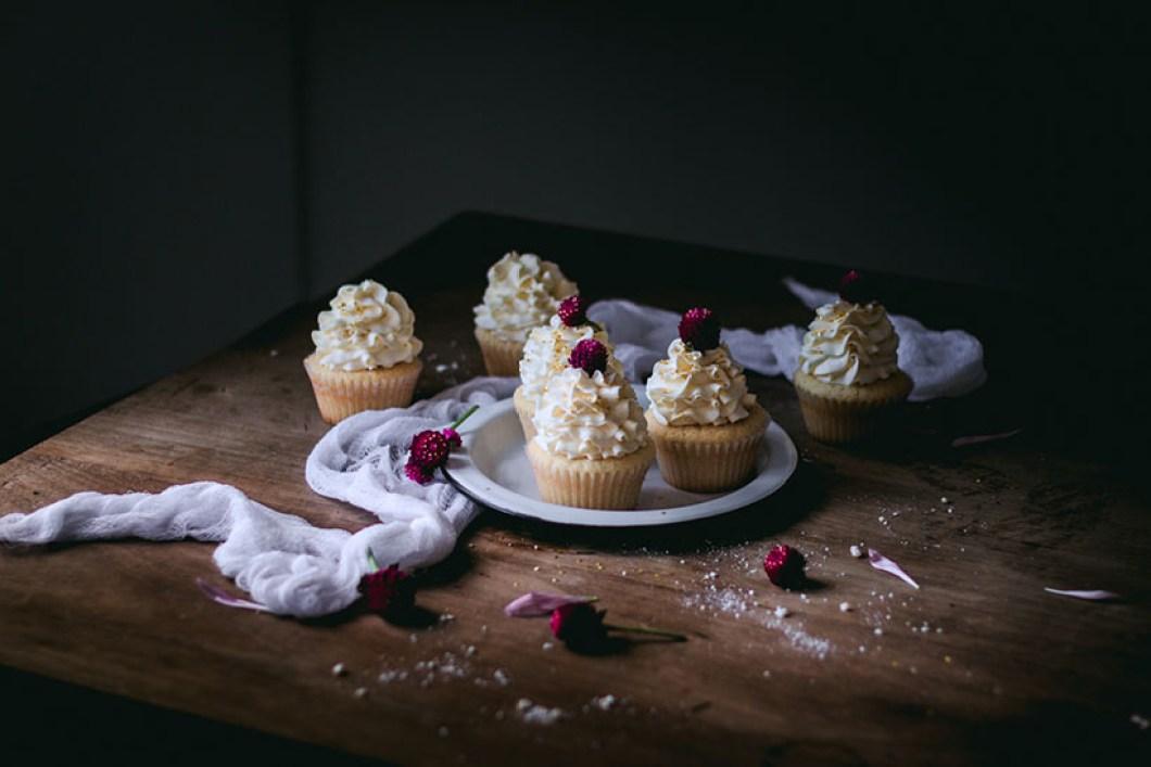 vanilla_bean_cupcakes-3040