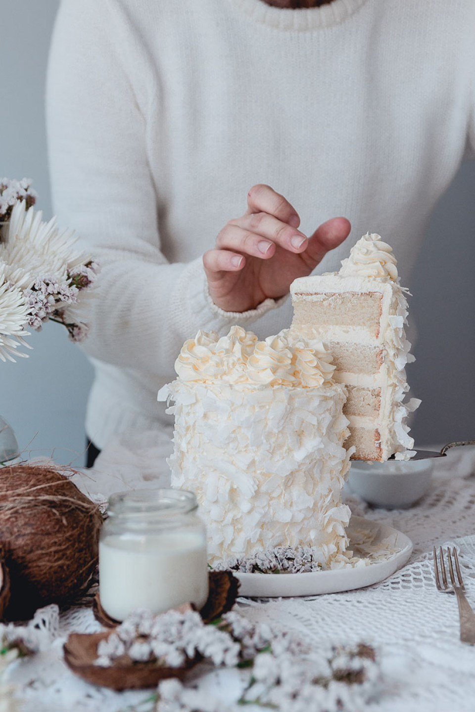 white_coconut_cake_-7509