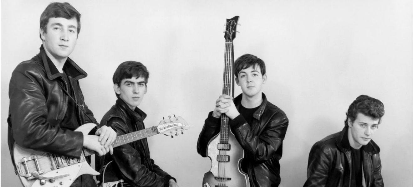 The Beatles son rechazados por la compañía discográfica Decca.