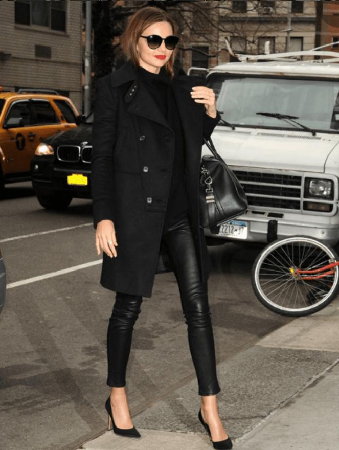 Combinar abrigo negro largo