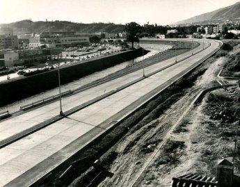 Vista aérea de la autpista Francisco Fajardo hacia Colinas de Bello Monte