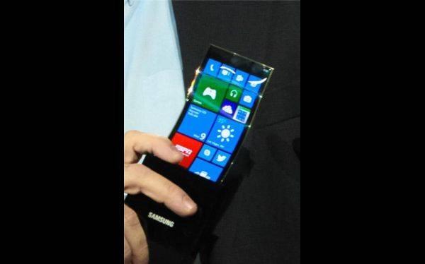 CES 2013: Samsung sorprende con un smartphone con pantalla flexible