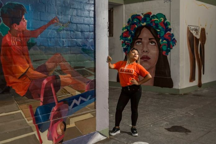 With 1.45 meters, Anais 'La Torita' Quispe could be imposed in the scenario deeply sexist hip-hop. Photo: Fidel Carrillo