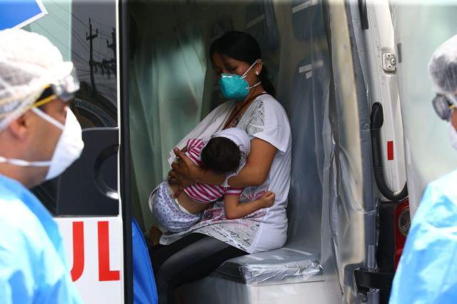 Menor de 2 años dio positivo para COVID-19, pero su madre no. Sin embargo, ambas fueron internadas. La pequeña se encuentra estable. (Foto: Fernando Sangama/ GEC)
