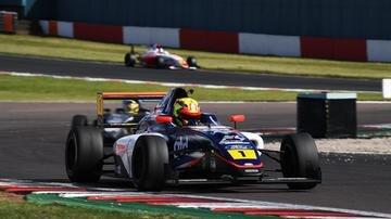 Matías Zagazeta debutó en la F4 británica y fue quinto en la tercera carrera