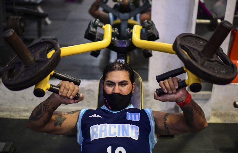 Raúl Gutiérrez entrena en su gimnasio en Lanús, provincia de Buenos Aires, el 21 de abril de 2021. (Foto de RONALDO SCHEMIDT / AFP).