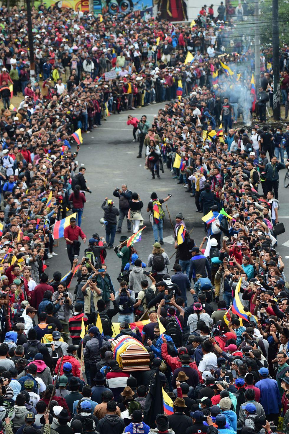 El dirigente indígena Inocencio Tucumbi falleció durante las protestas del miércoles. (AFP / Martin BERNETTI).